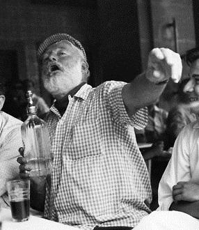 ernest-hemingway-drinking-gingham-brog